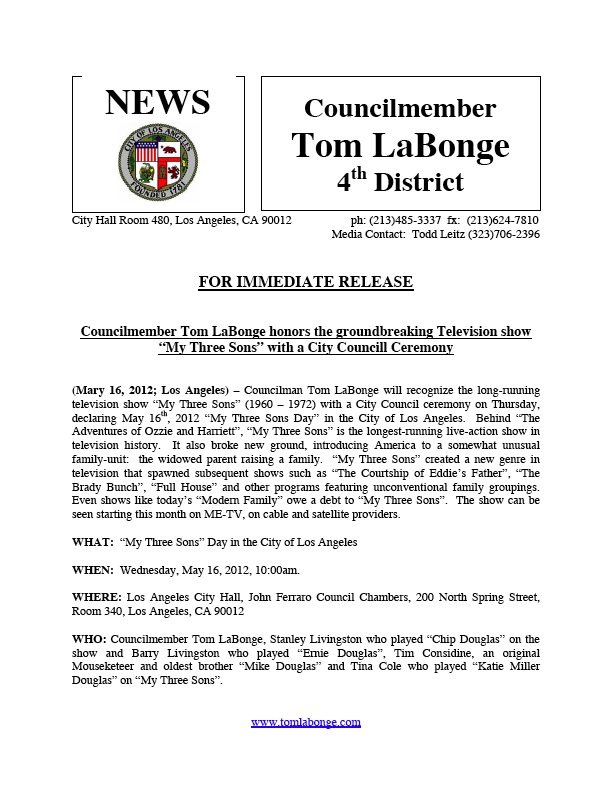 LOS_ANGELES_CITY_HALL_NEWS_MTS_DAY_in_LA.jpg